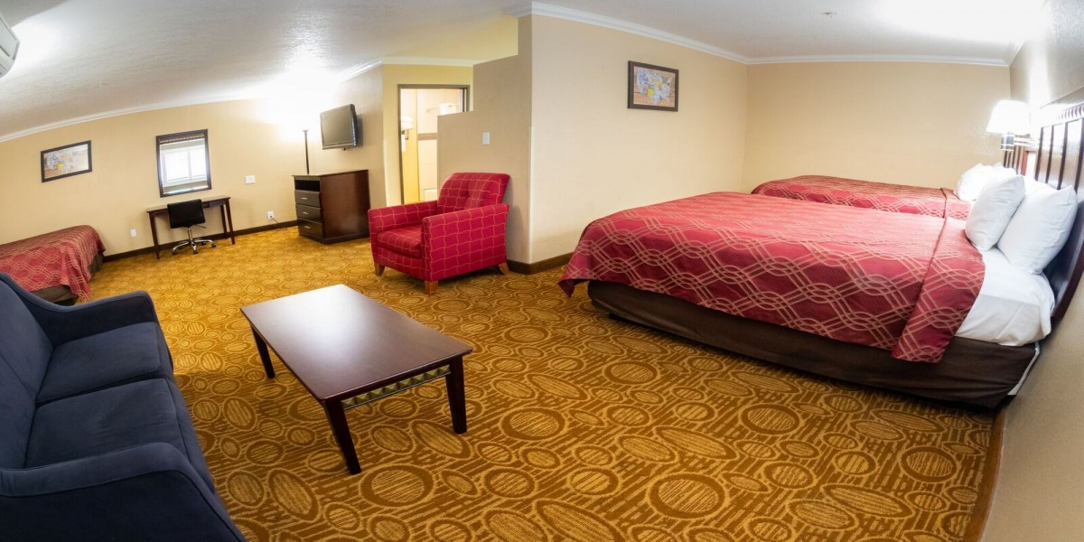 1 King Bed and 2 Queen Beds Suite - Non Smoking