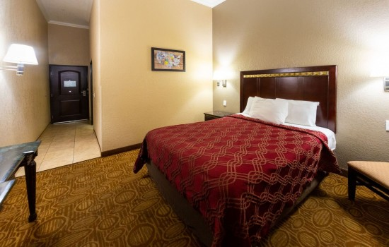 Econo Lodge Inn & Suites Fallbrook Downtown - Accessible Queen Room