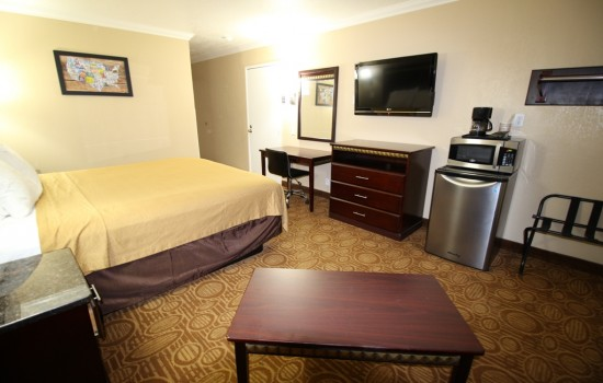 Econo Lodge Inn & Suites Fallbrook Downtown - Microwave and Fridge in all our rooms