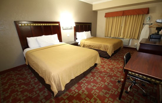 Econo Lodge Inn & Suites Fallbrook Downtown - Guest Room with Two Queen Beds
